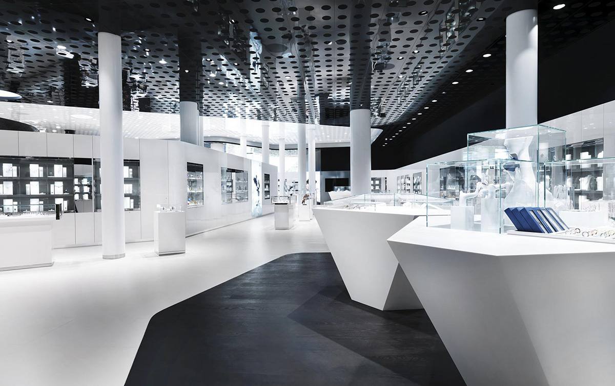 Showcases in the Swarovski Kristallwelten Store Wattens